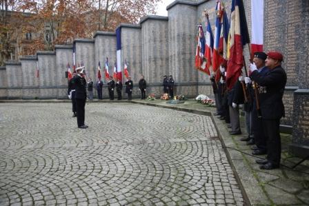 2017 12 5 drapeaux au monument aux morts bx compresse