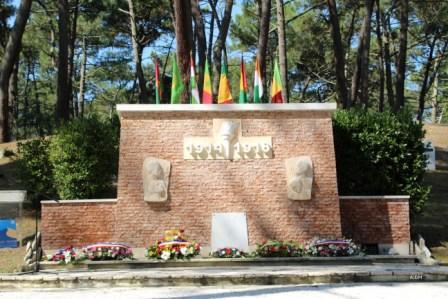 3 senegalais monumentdiminue 2