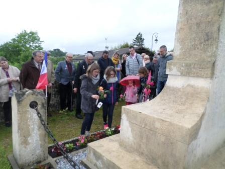 8 mai enfants au monument compresses